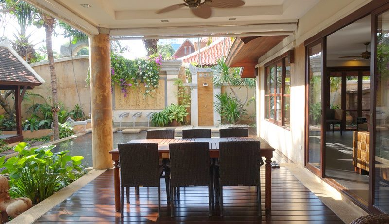 you feel the pleasant relaxation. Just like in a tropical oasis yet very near to all Pattaya and Jomtien has to offer. Double living-room