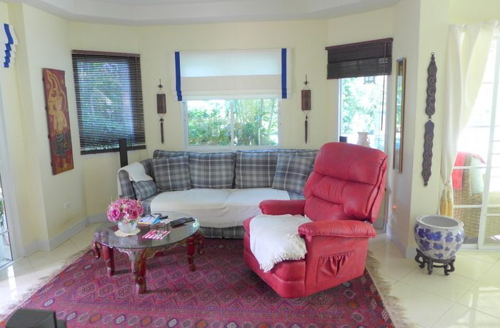 an_additional_cozy_seating_area_1