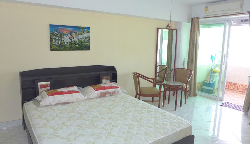 Spacious 1 bedroom condo at quiet yet central South-Pattaya location