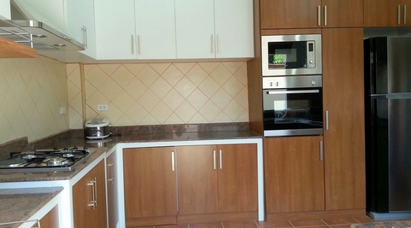 another_angle_of_the_kitchen_2
