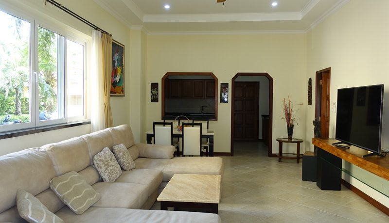 another_angle_of_the_living-area_13