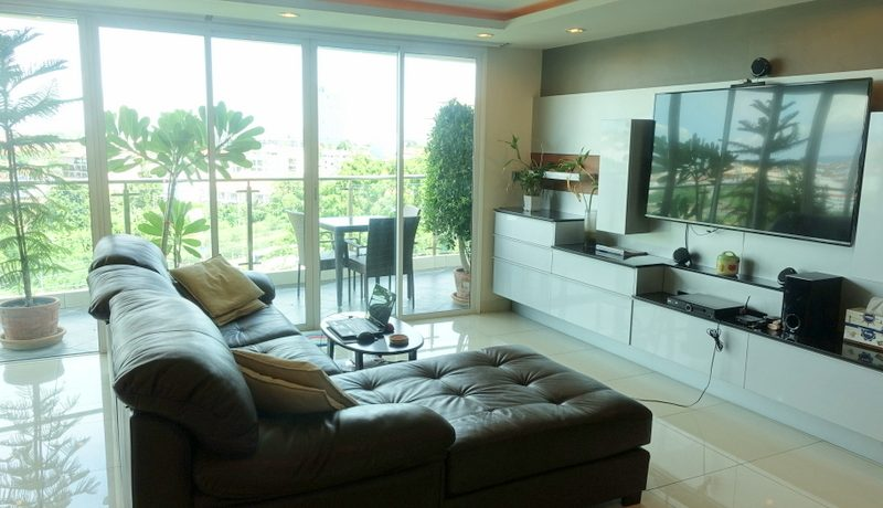 another_angle_of_the_sofa_area_1