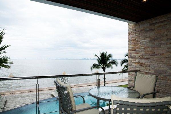 balcony_at_this_2_bed_5_star_beachfront_condo__naklua_1