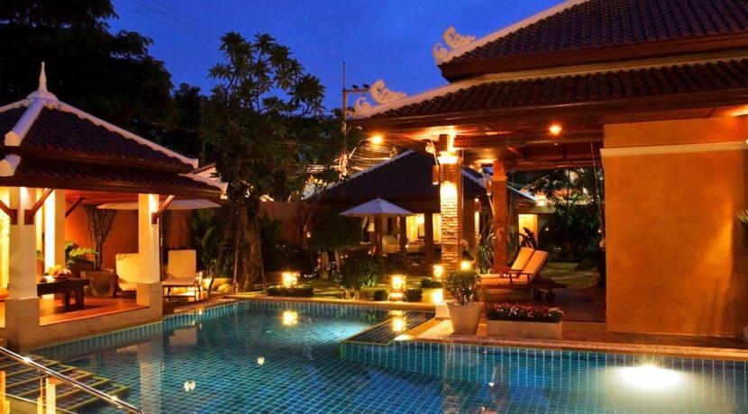 beautiful_scene_at_the_pool_at_night_1