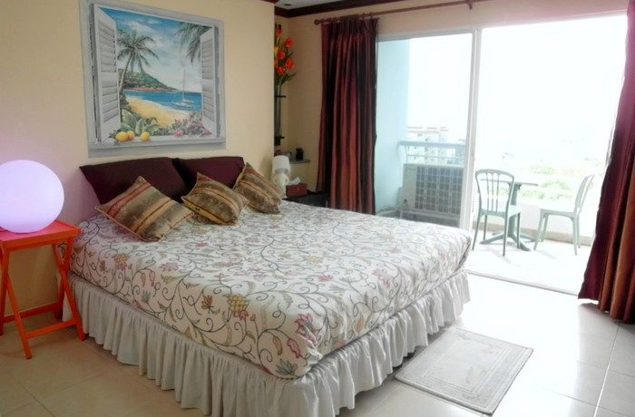 the sea and Koh larn and over Pattaya bay. The living area and the two bedrooms benefit from thi :...