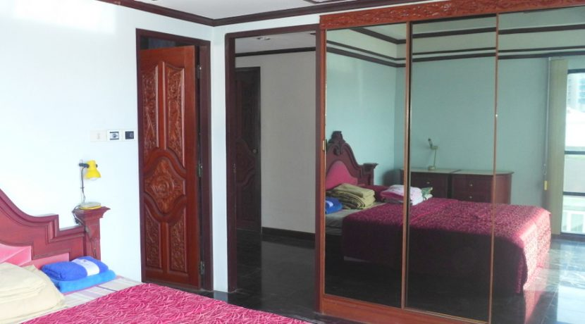 bedroom_with_built-in_wardrobes_2