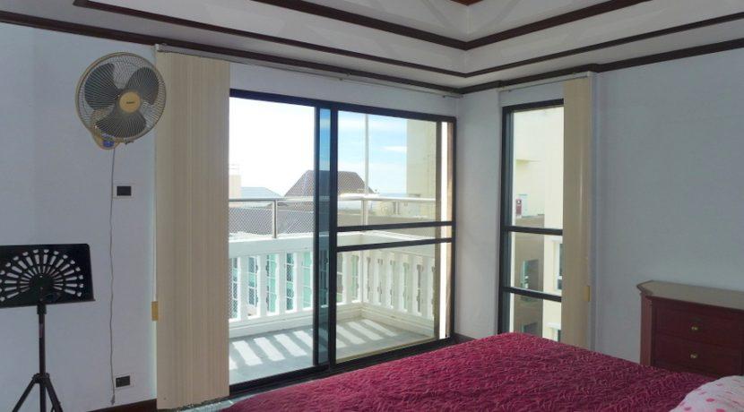 bedroom_with_sea_views_3