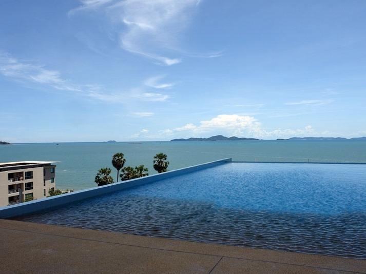 Laguna Heights: luxury 2-bedroom sea view condo at Wong-Amart beach