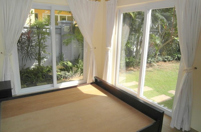 bright_bedroom_with_garden_view_1