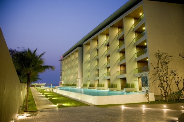 Lavish 2 bed lowrise beachfront condo with privacy