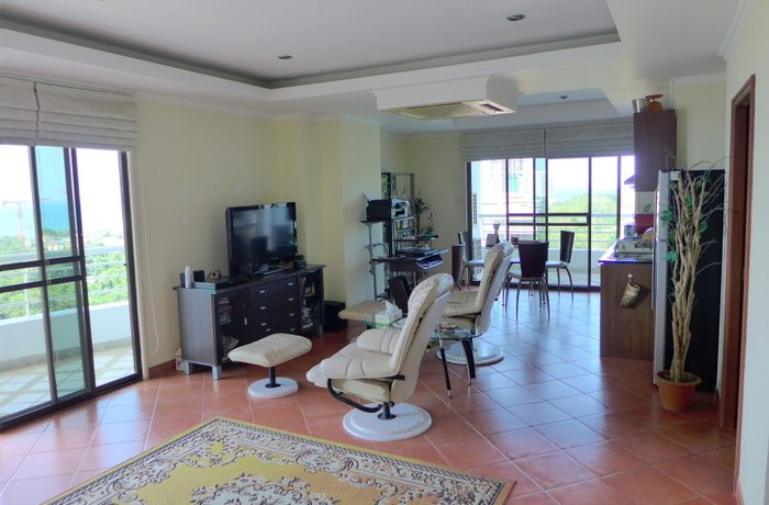 1 bedroom condo with sea-view from both balconies