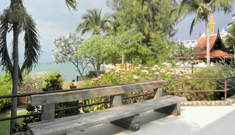 communal_areas_at_this_244_sqm_beachfront_condo_in_naklua_1