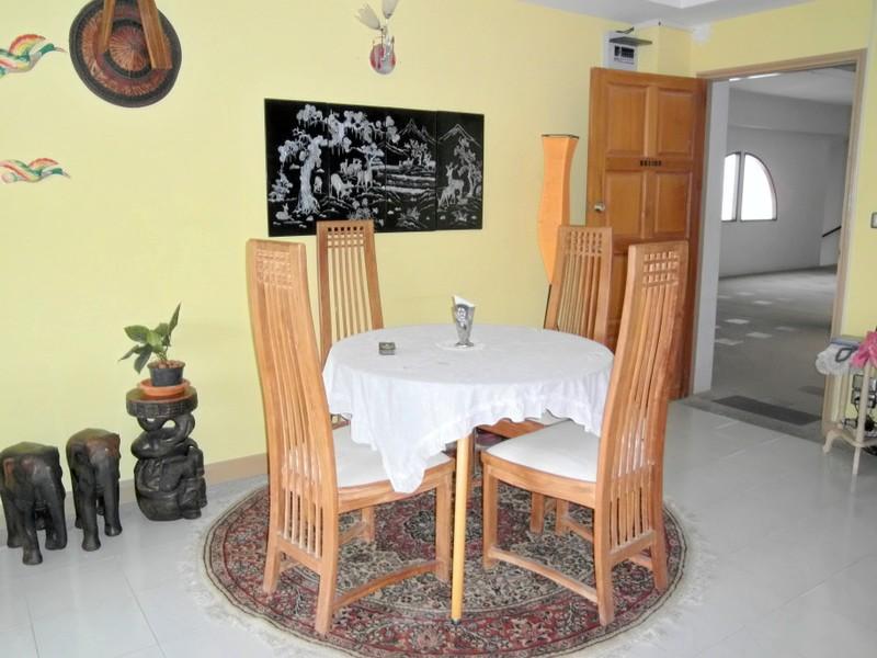2 bedroom Na-Jomtien Condo close to the beach, for sale