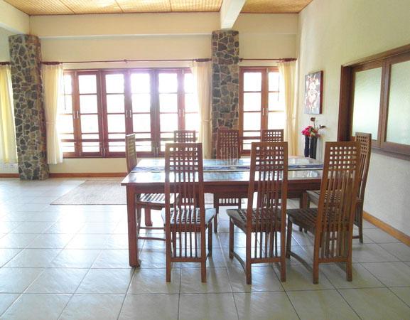 dining_area_of_this_lavish_3-storey_mansion_between_pattaya_and_jomtien_1