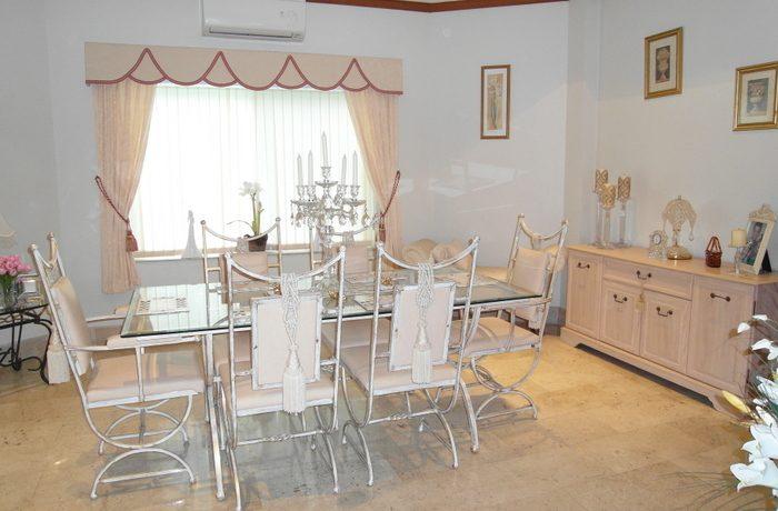 dining_at_this_family_pool_villa__north_pattaya_1