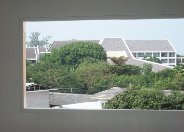 famous_4_star_hotels_right_across_this_commercial_building_in_south-pattaya_1