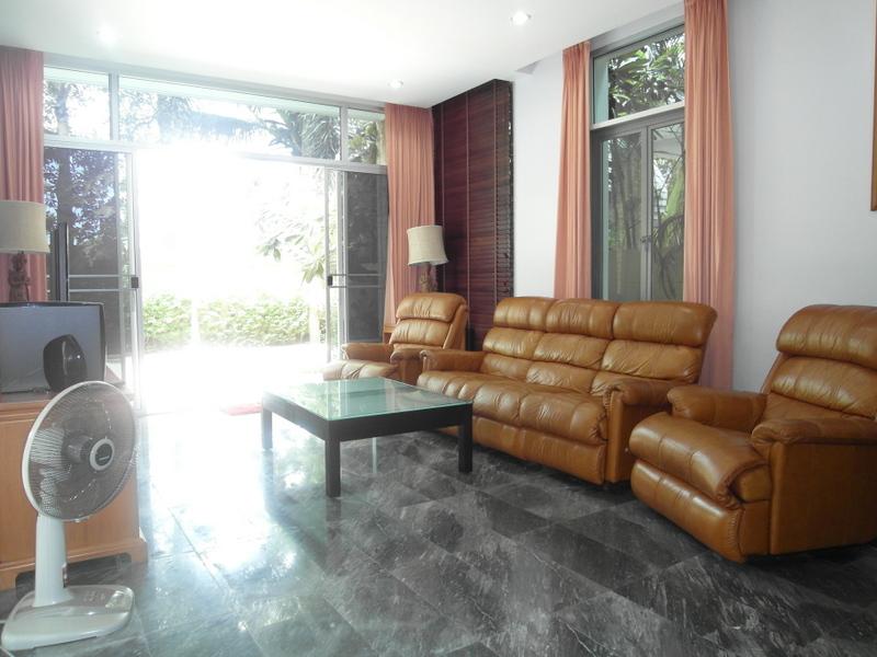 Nagawari: Tropical 4 bedroom pool villa in top Jomtien resort, 200 to the beach