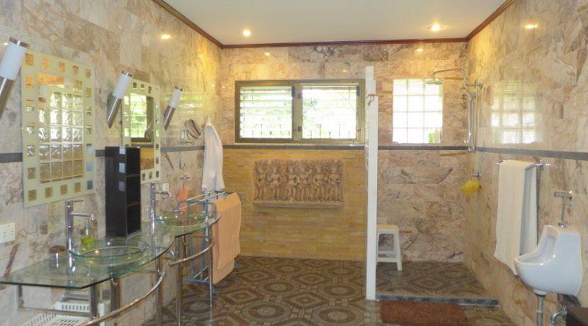 full_marble_in_this_generous_bathroom_1