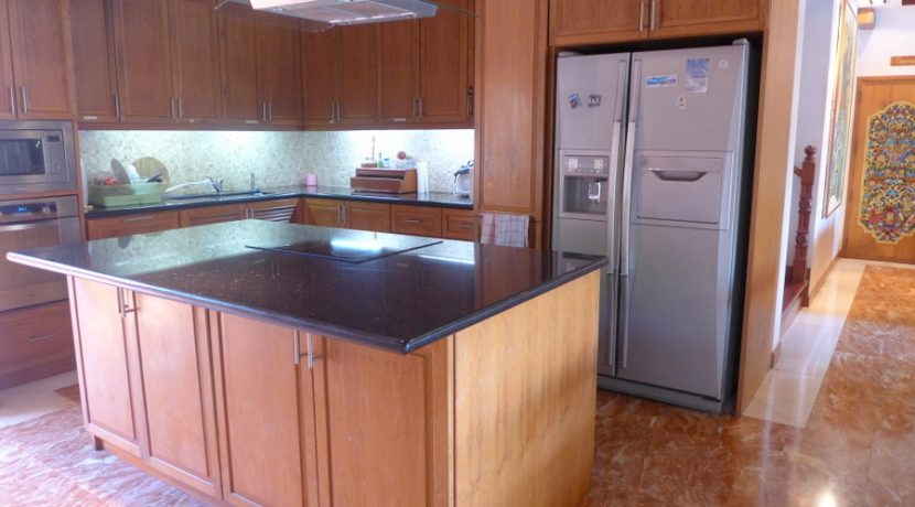 fully_equipped_kitchen_in_this_villa_1