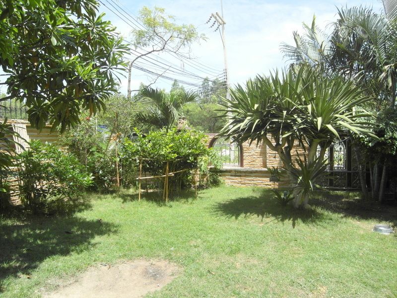 Cozy double storey 4 bedroom home in East Pattaya village for sale