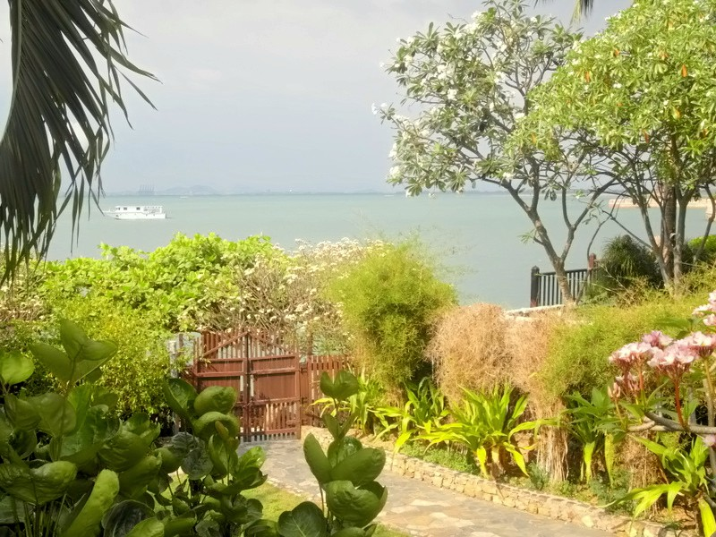 Garden Cliff 2, modern 3 bedroom beachfront low-rise condo Wong-Amart, for sale