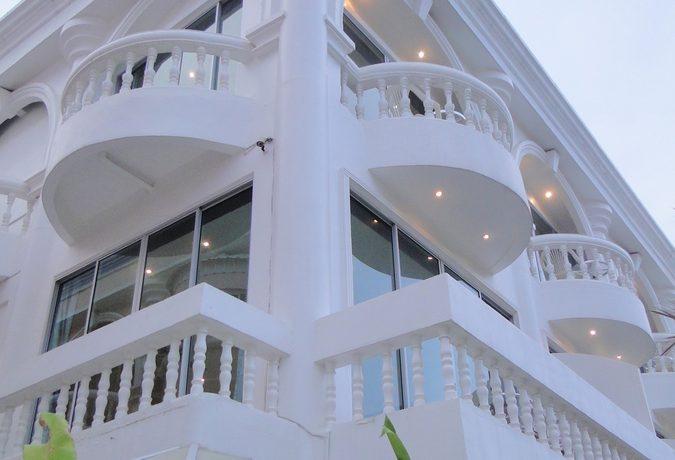 generous_corner_suites_on_every_floor_1