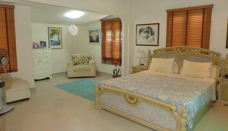 generous_master_bedroom_1