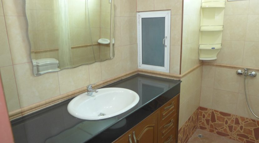 granite_top_and_shower_area_in_both_bathrooms_1