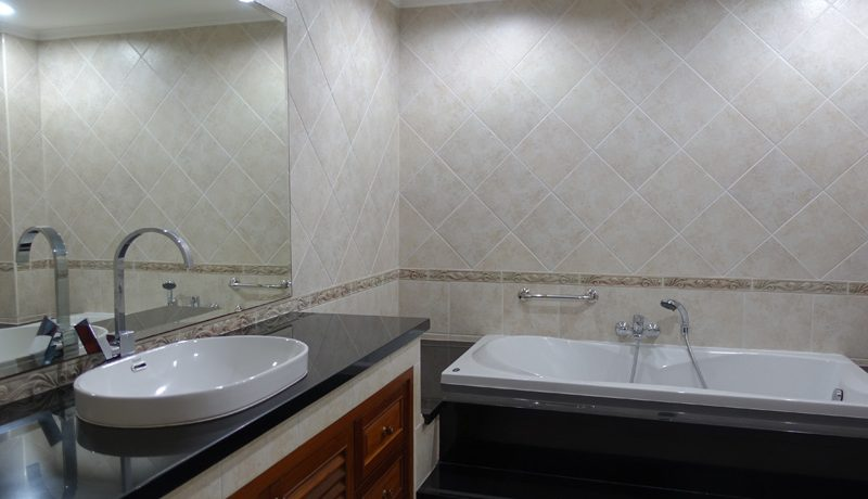 and the spacious kitchen are laid out at entering the condominium. The rooms are spaciou :...
