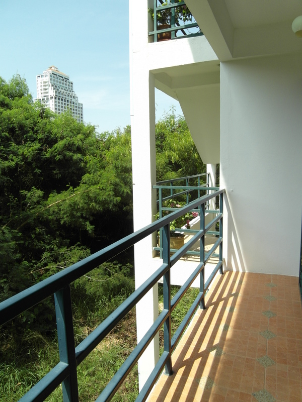 Quality guesthouse with 1 and 2 bedroom units, Pratumnak Hill, Pattaya