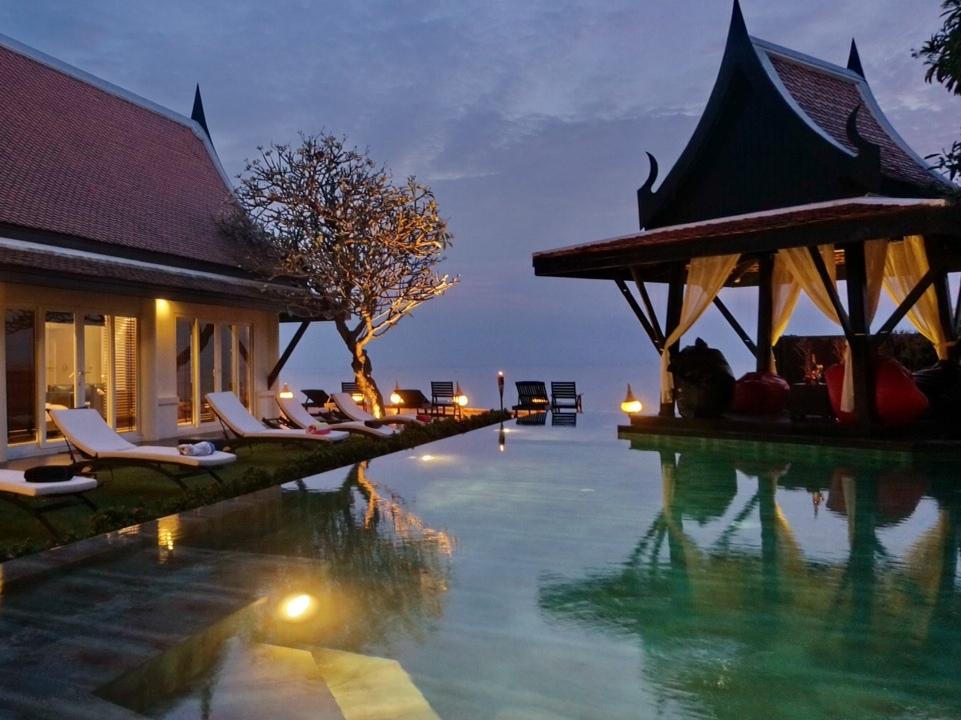 Beachfront Pattaya – 6 bedroom luxury pool estate