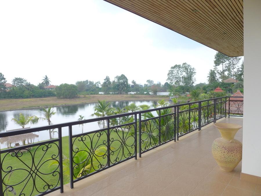 Phoenix Golf: 5 bedroom lakefront pool-villa