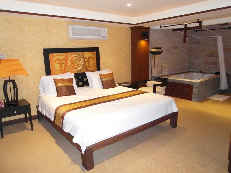 Lavish boutique beachhouse, 450 sqm, 5 bedroom, Jomtien Grand Condotel, Pattaya