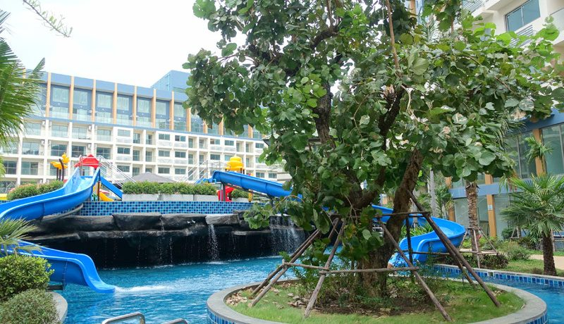 Brand new 1 bedroom Resort Condo with sea views