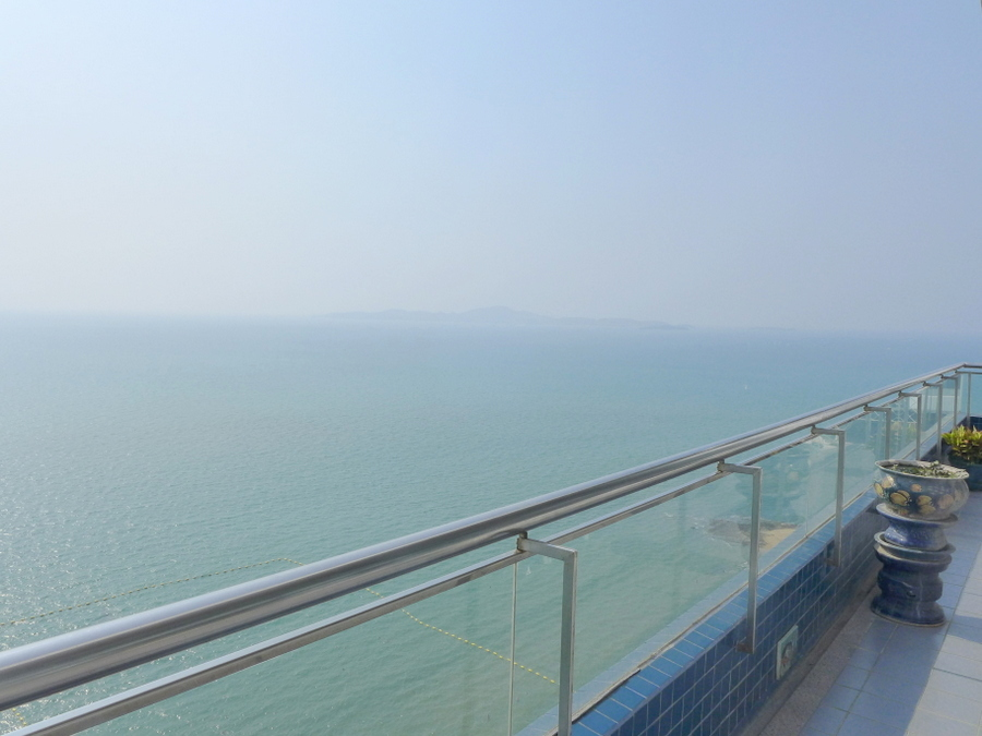 Duplex Penthouse, 4 bedrooms, right on the beach at Pratumnak for rent