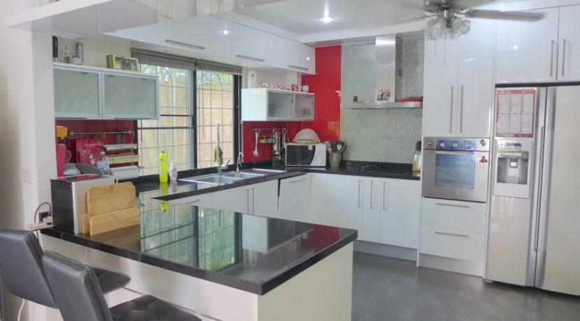 5 bedroom pool-estate in Bangsarae
