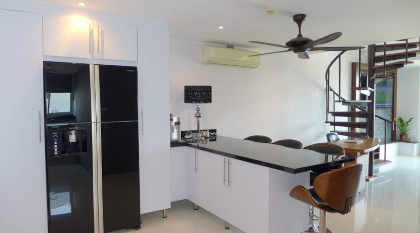 kitchen_and_breakfast_counter_6