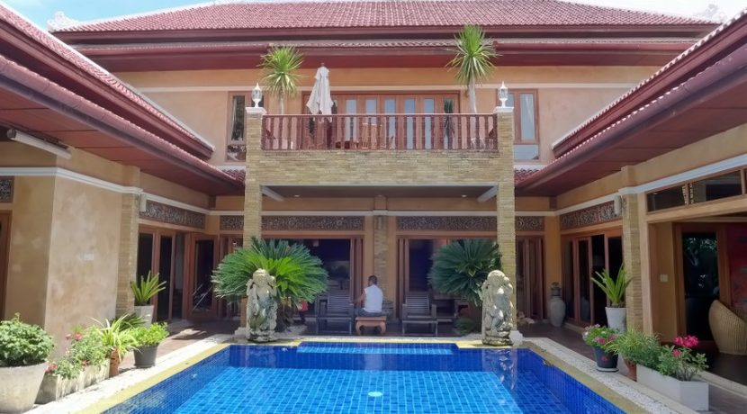 This is a holiday resort like no other. An authentic high-end Bali style villa and resort with 7 suites. All suites are individually designed and decorated and each room has its own flair. High-End original furniture and deco items imported from Bali :...