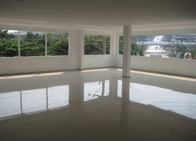 light_and_airy_space_for_creative_layouts_of_this_commercial_building_in_south-pattaya_1
