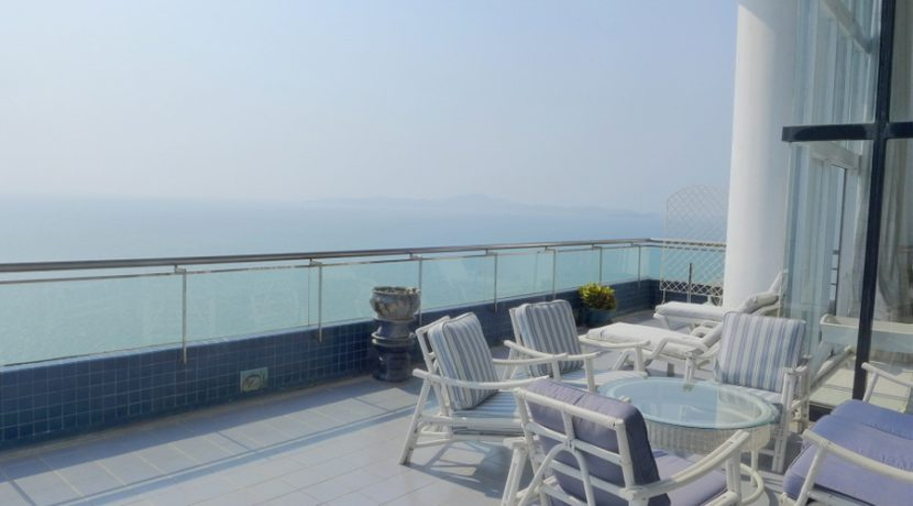 the highest and located right above a lovely bathing-beach. This 4 plus bedroom two-story penthouse offers more than 430 m2 living-space with panoramic views over the beach and the city. A large