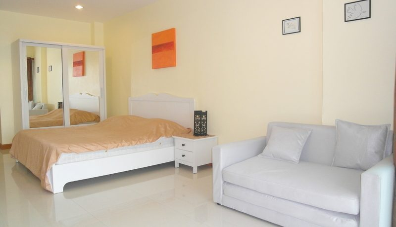 expensively renovated with heavenly views along the beach and onto the seas and islands. Located at the cooler Pattaya side. The condo offers a modern kitchenet :...
