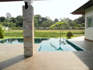 This brand new 4 bedroom (one bedroom is real small) pool villa is situated in East Pattaya