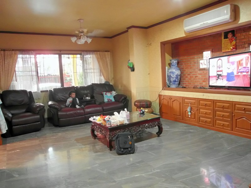 Impressive 5-bedroom house at lower Soi Khaotalo, East Pattaya