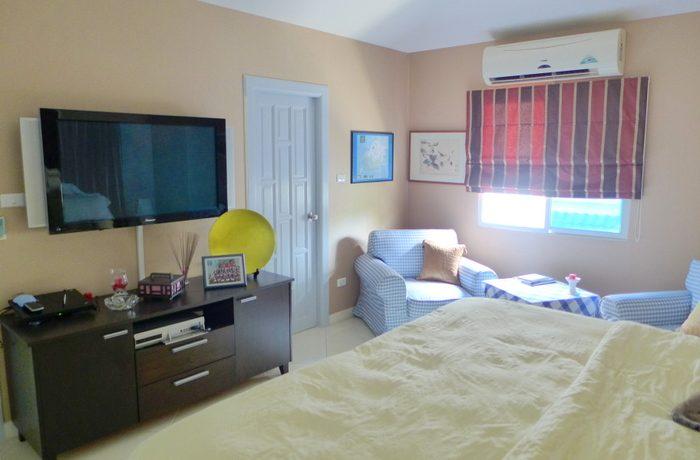 master_bedroom_with_flatscreen_tv_1