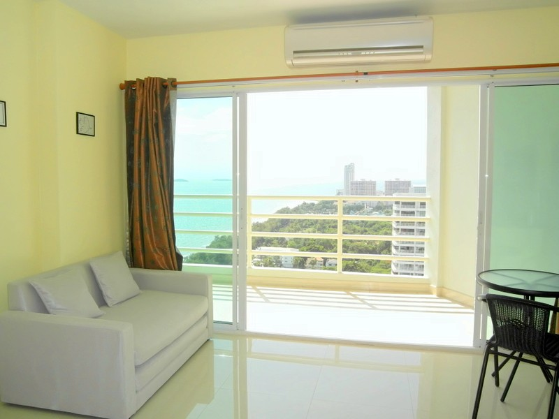 Chic viewtalay 7 high floor studio on cooler Pattaya side with terrific seaviews, for sale