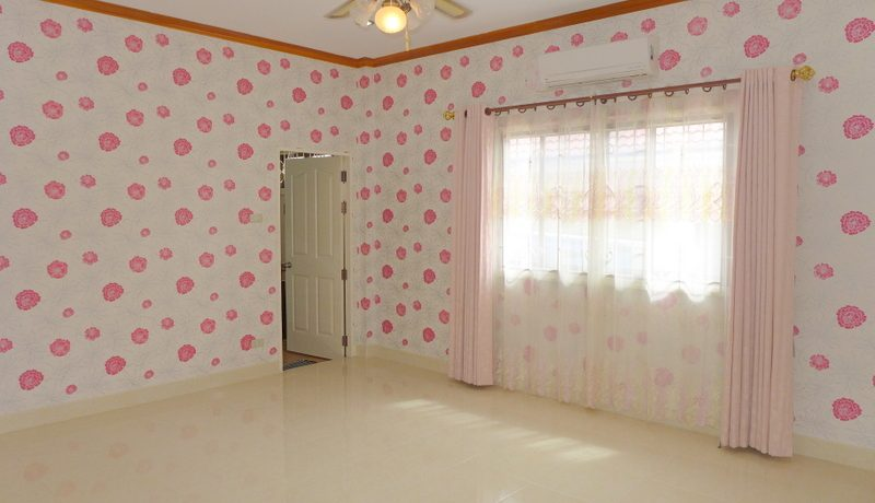 one_of_the_larger_bedrooms_with_en-suite_bathroom_1