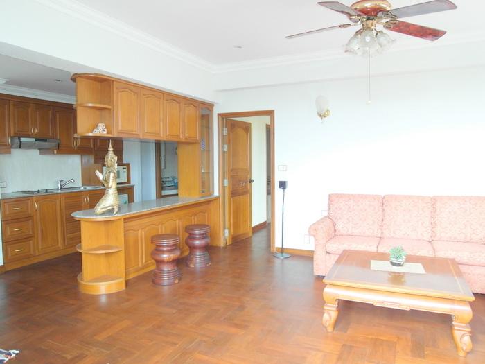 Front-corner beachfront 1-bedroom appartment at Jomtien Condotel, Pattaya