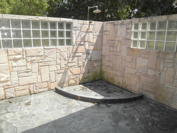 outside_showers_with_jacuzzi_at_this_lavish_3-storey_mansion_between_pattaya_and_jomtien_1