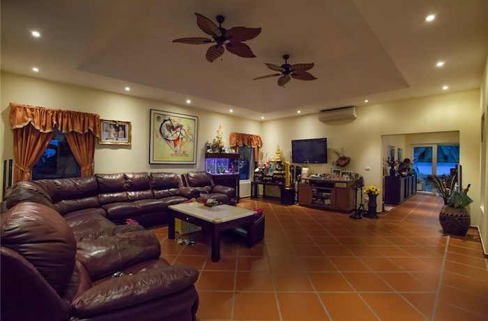 This impressive villa is best suitable for a big family or people leading their firm from home and to entertain. The fastest satellite Internet available is at hand. There is a total of 10 rooms on 2 1/2 levels. Located in top estate....
