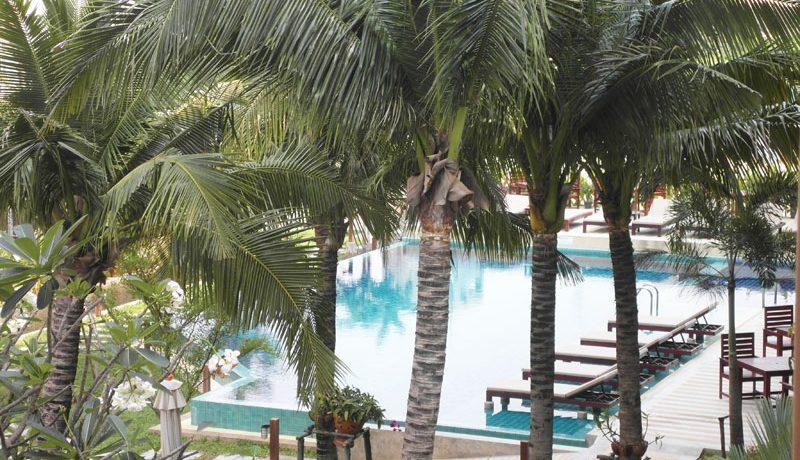 part_of_the_pool_area_of_diamond_suites_pattaya_1